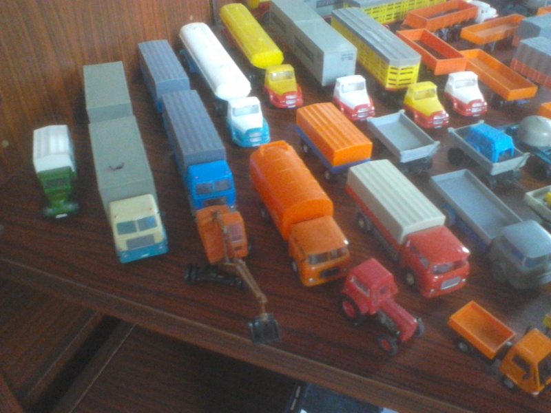 Hier mal eine kleine Sammulung von orginal DDR-Fahrzeugen  Dsc00021