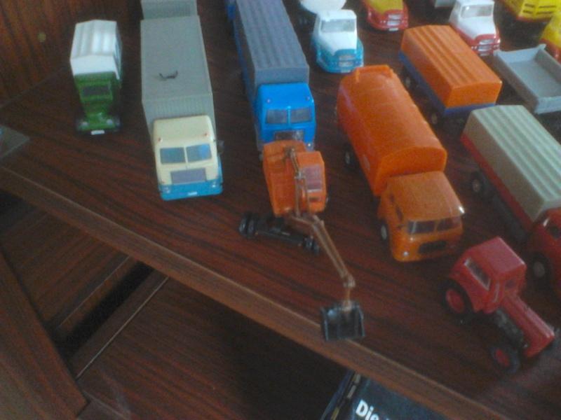 Hier mal eine kleine Sammulung von orginal DDR-Fahrzeugen  Dsc00028