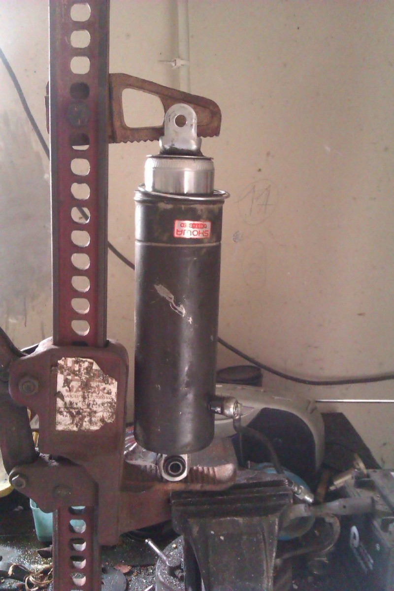 amortisseur - L'amortisseur de la xlv750 RF Imag0210