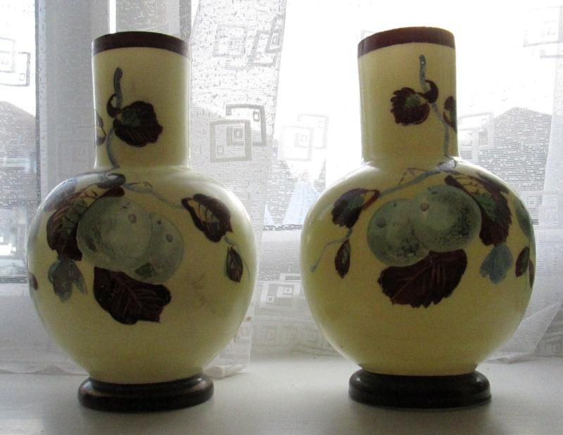 Identify these glass vases Vases10