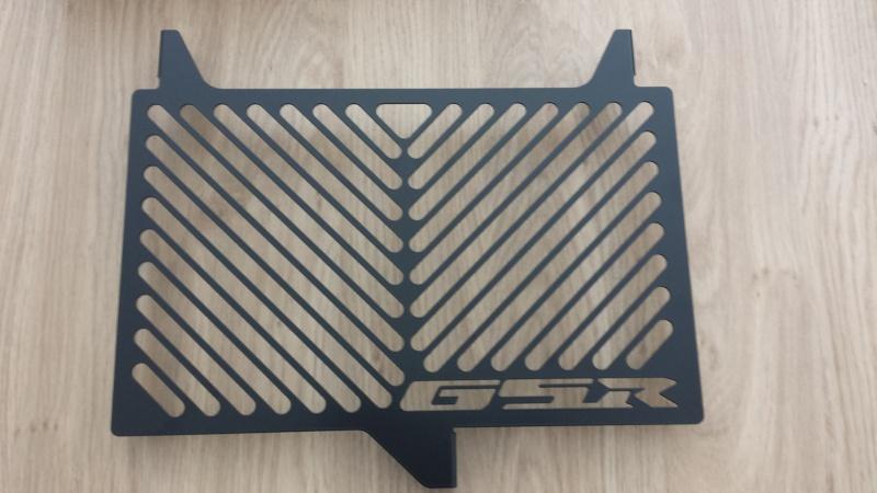 Montage grille de radiateur gsr750 black mat 20130910