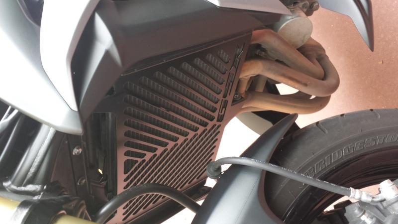 Montage grille de radiateur gsr750 black mat 20130912
