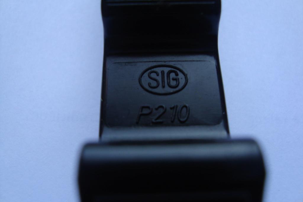 Chargette pour SIG  P 210 ??? Dsc04110