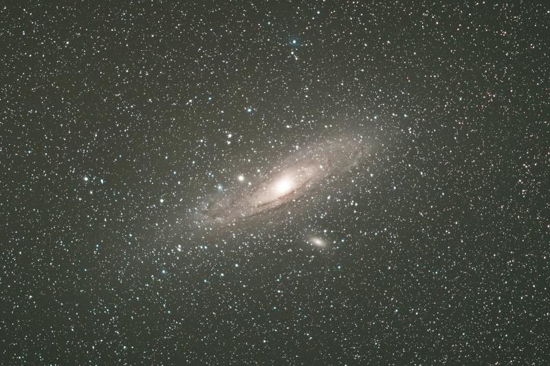 M31 avec objectif de 200mm, ouvert à 2.8 M-31_511