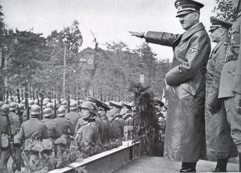 Les déplacements d'Hitler - Page 2 Ww2-ch10