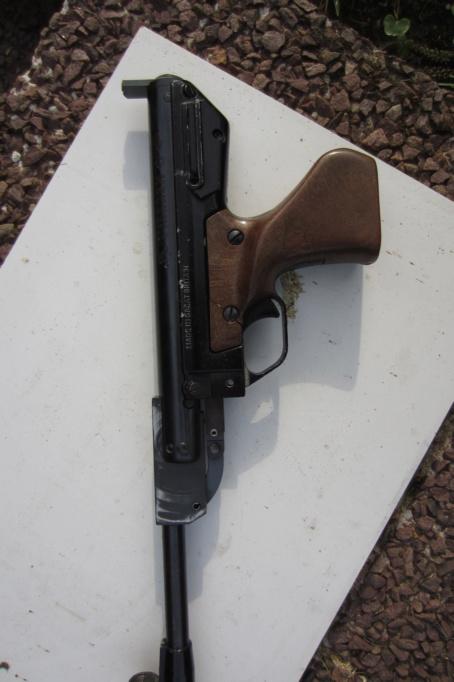 c'est quoi tous ces trous sur ce pistolet? Img_0910