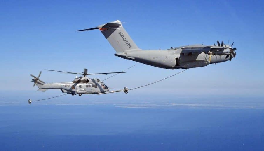 Premier ravitaillement d'un hélicoptère avec le  A400.M  A400m-10