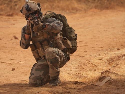 BARKHANE - Rencontre acec le s/ Lt. Rudy du sous groupe Commandos - paras.. Gcp_co10