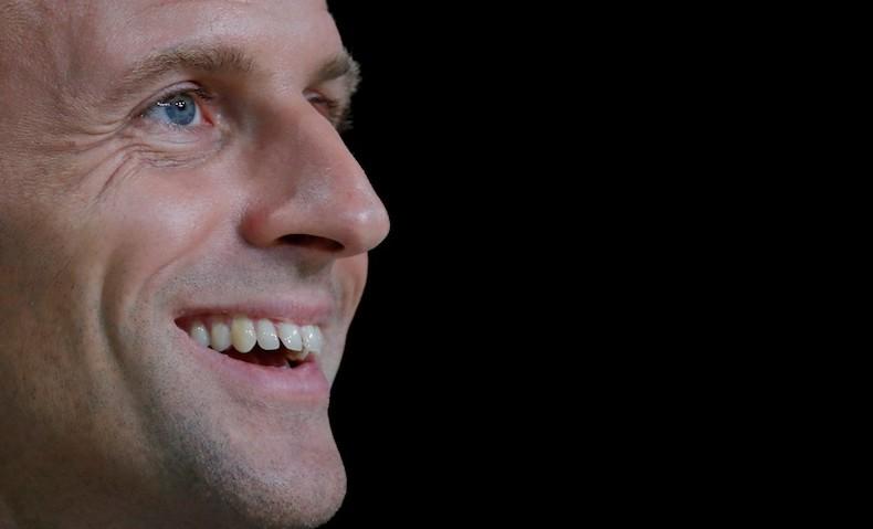 Le ruban rouge galvaudé et donné aux proches du pouvoir - promotion janvier 2020. Macron10