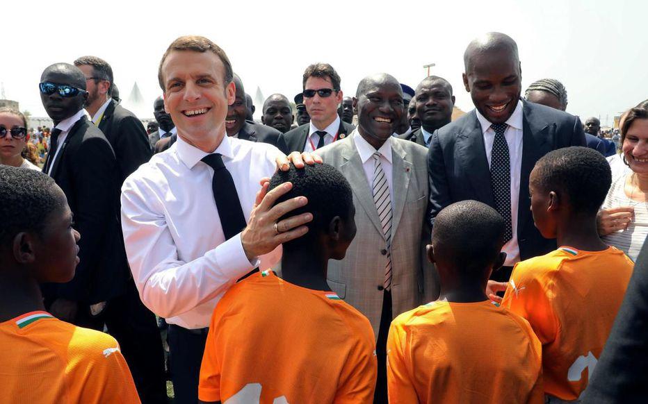 Macaron a Abidjan  - Trouvé sur tweeter !.. Rien que ça !.. Servei87