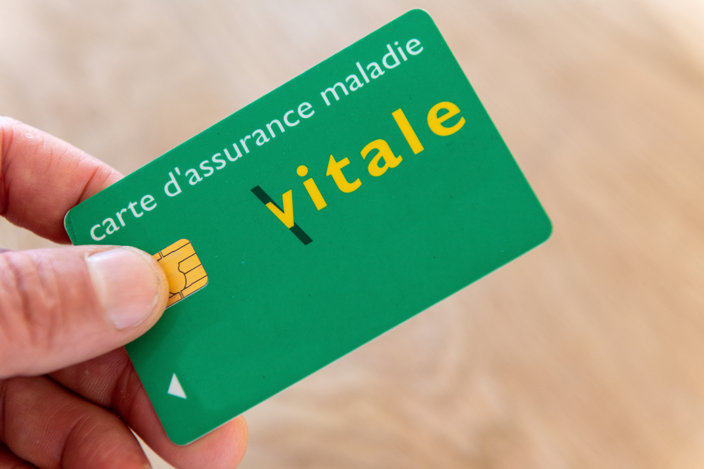 Cinq millions de cartes vitales -frauduleuses - source : La lettre Patriote. Shutte12