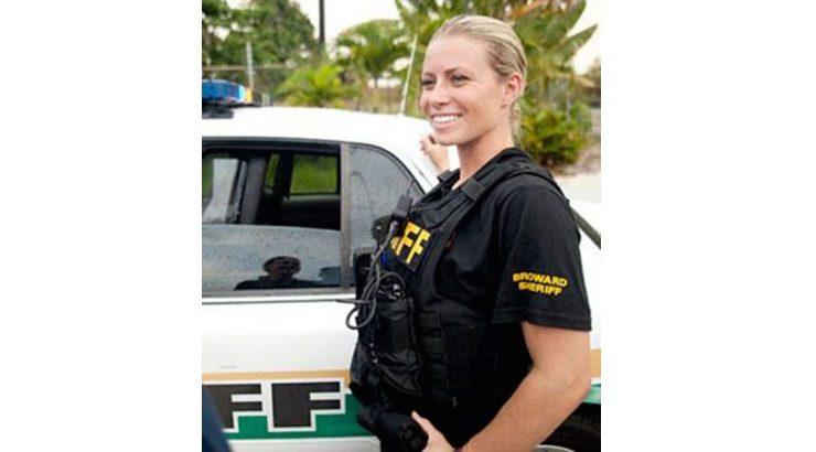 NYPD - Des policiéres au balcon avancé qui vous donnent envie de vous faire conduire au poste...  Usa-7410
