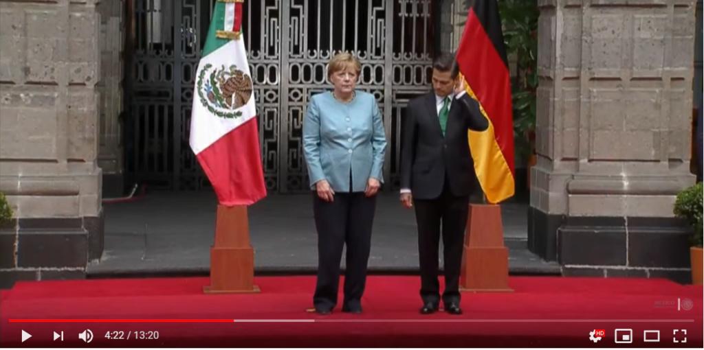 Angela Merkel zittert A112