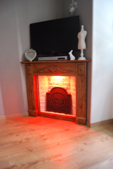 Une fausse cheminée en guise de meuble TV Dsc_0016
