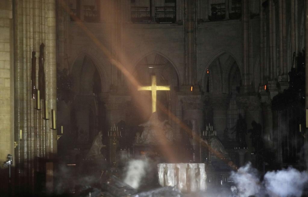 Notre Dame de Paris en flammes  - Page 16 Img_7718