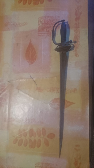 Identification d'une dague ? Dsc_1010