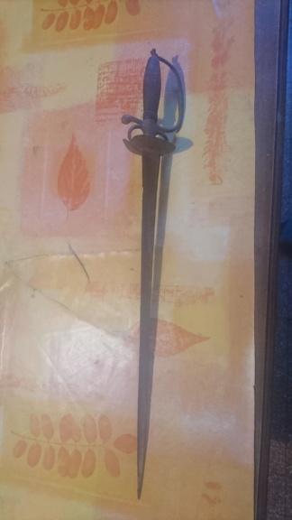 Identification d'une dague ? Dsc_1012