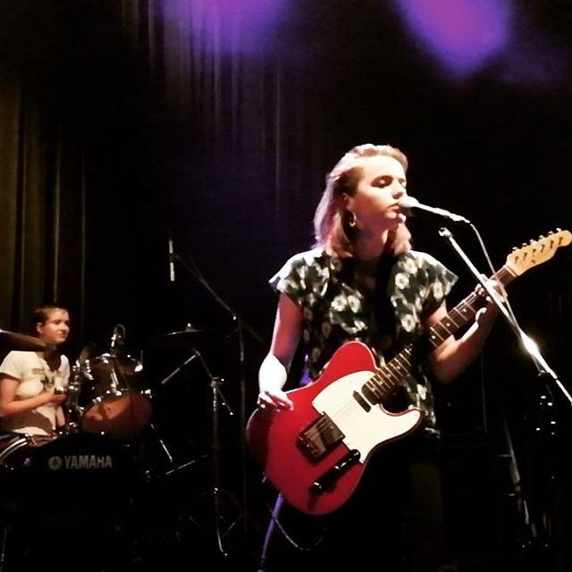 Goat Girl - rocky/grungy/punk - Rock oscuro y sutil - Escena sur de Londres - Página 4 35428110