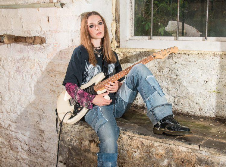 Holly Humberstone - Pop Rock Folk - Inglaterra  Alexan11
