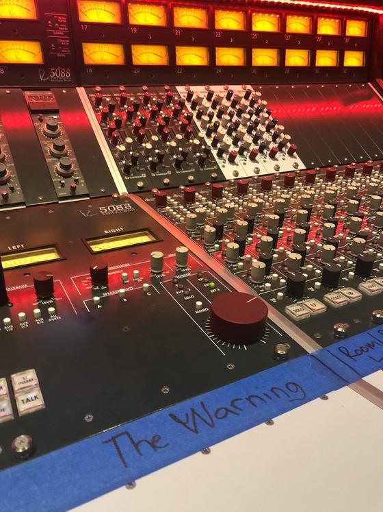 """The Warning - """"CHOKE"""" primer single TW3, estreno 21 de mayo - Rock clásico desde México - Página 10 Image-12"""