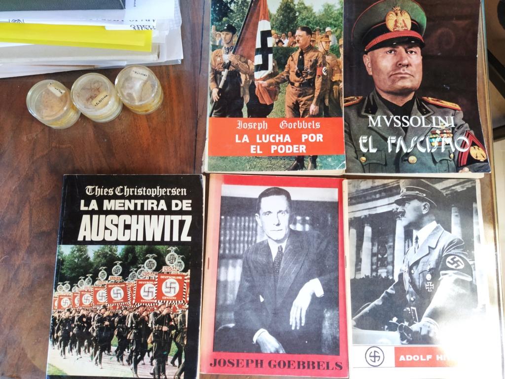 La version «comentada» de «Mein Kampf» ha llegado a las librerías de Polonia 2020-253