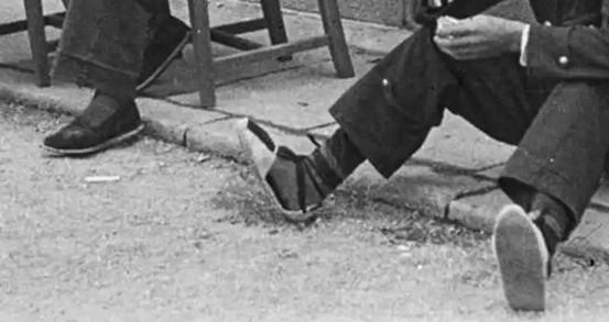 Entierros, letrinas y esvásticas: las fotos de la Guerra Civil que no se habían visto Nuehjd10