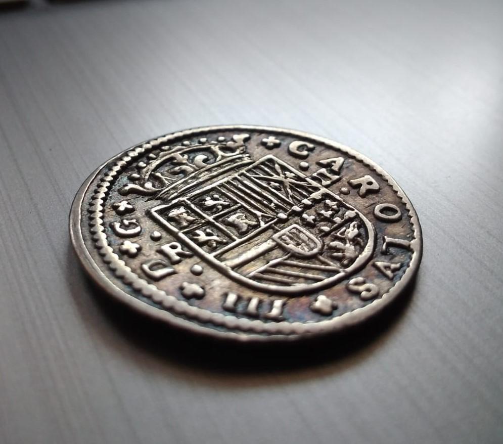 2 Reales de Carlos el Pretendiente, Barcelona, 1711 Recort13