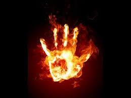 Fantômes aux mains de feu Mainde10