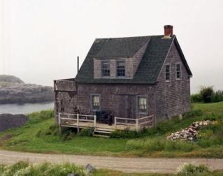 Un esprit tient un foyer sous l'étreinte de la terreur Maison10