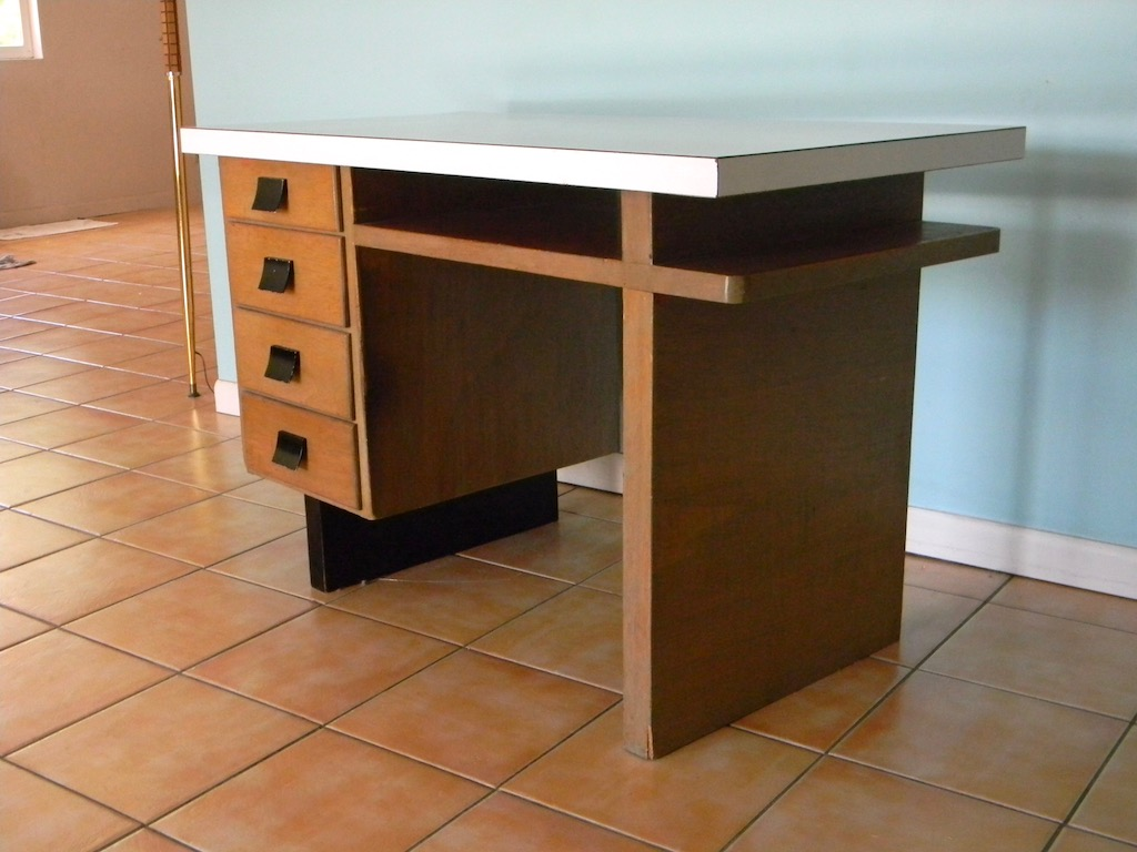 Nice Old Wood Desk - 1940s? Desk_d11