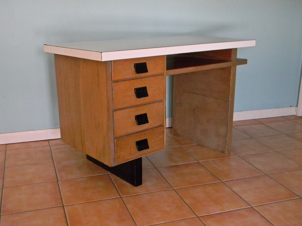 Nice Old Wood Desk - 1940s? Desk_e11