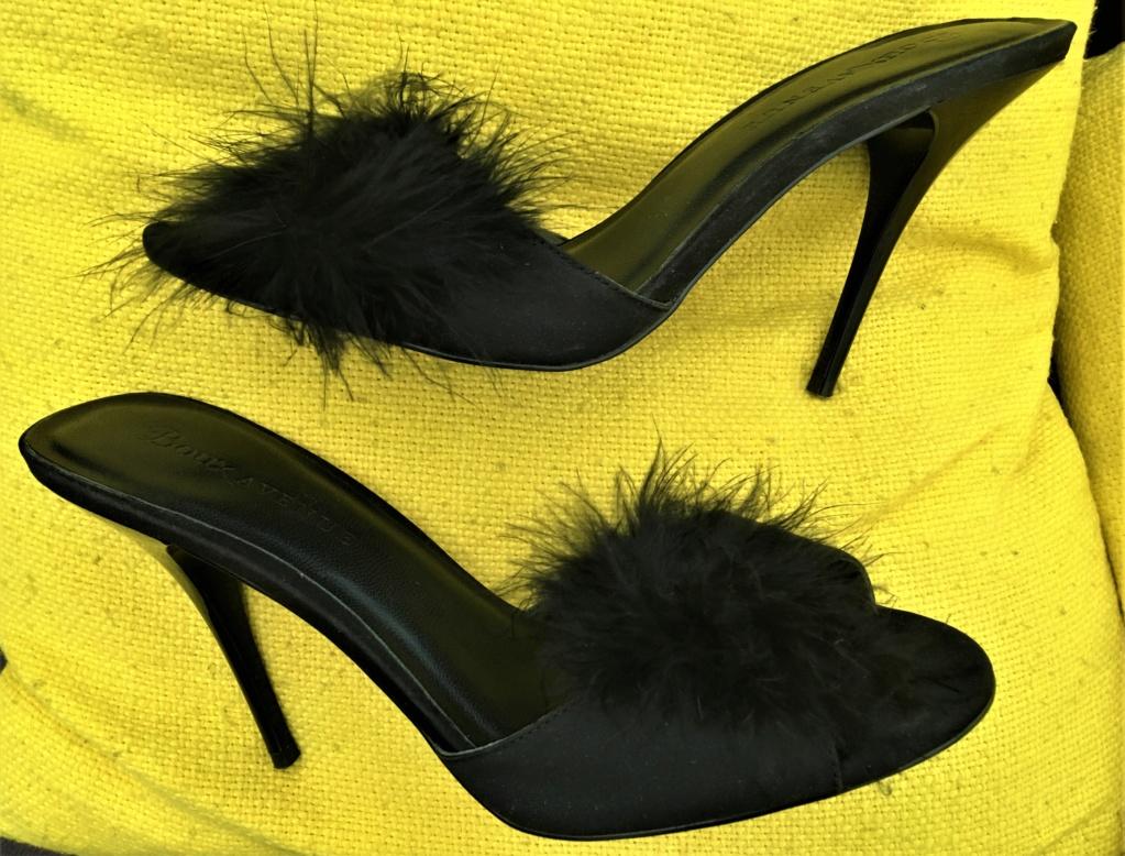 Mules d'intérieur noires avec plumetis et talons aiguille de 12cm pointure 41 Img_8011