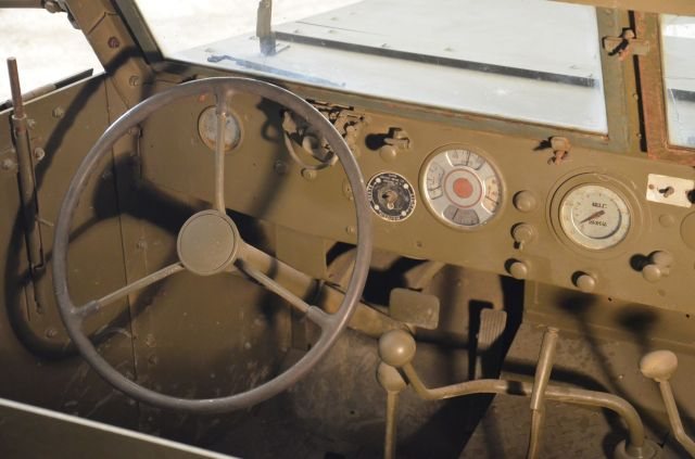Convergence sur My Tho-Indochine 1945-[Tamiya]-35083- Half Track motar carrier M21-[Italeri]-226-Dodge WC54 ambulance_-314-Jeep willys-1/35 - Page 3 2366_110