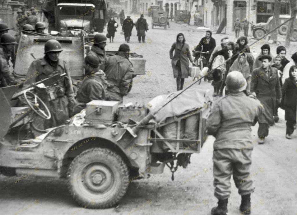 Convergence sur My Tho-Indochine 1945-[Tamiya]-35083- Half Track motar carrier M21-[Italeri]-226-Dodge WC54 ambulance_-314-Jeep willys-1/35 - Page 39 2396_510