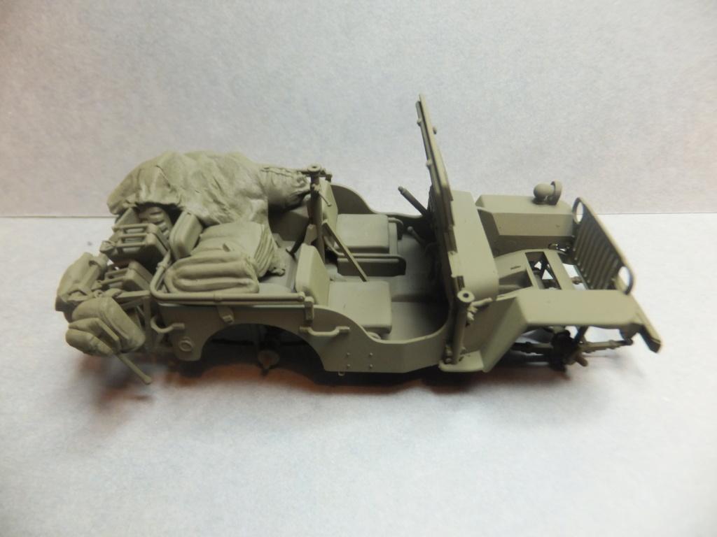 Convergence sur My Tho-Indochine 1945-[Tamiya]-35083- Half Track motar carrier M21-[Italeri]-226-Dodge WC54 ambulance_-314-Jeep willys-1/35 - Page 39 Dscf1410