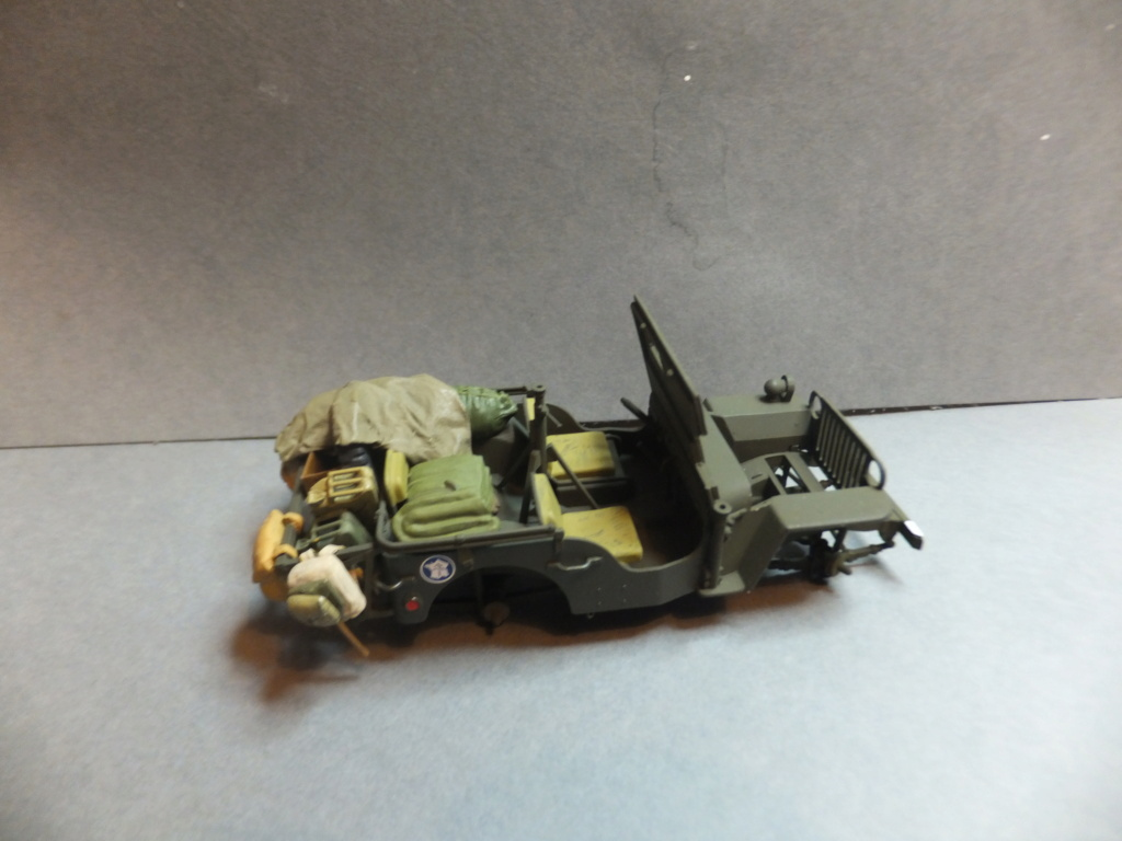 Convergence sur My Tho-Indochine 1945-[Tamiya]-35083- Half Track motar carrier M21-[Italeri]-226-Dodge WC54 ambulance_-314-Jeep willys-1/35 - Page 39 Dscf1412