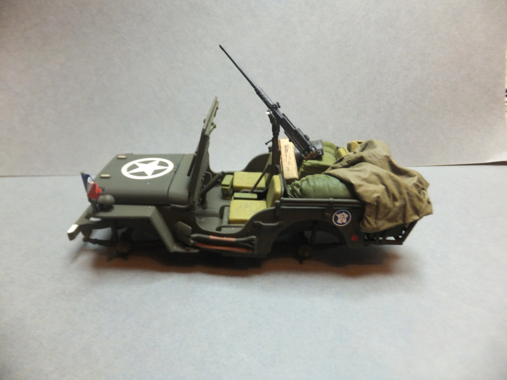 Convergence sur My Tho-Indochine 1945-[Tamiya]-35083- Half Track motar carrier M21-[Italeri]-226-Dodge WC54 ambulance_-314-Jeep willys-1/35-FINI Dscf1422