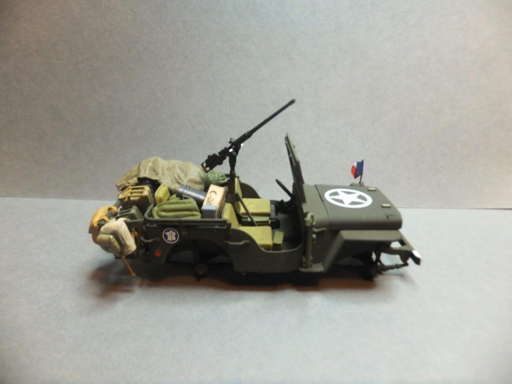 Convergence sur My Tho-Indochine 1945-[Tamiya]-35083- Half Track motar carrier M21-[Italeri]-226-Dodge WC54 ambulance_-314-Jeep willys-1/35-FINI Dscf1423