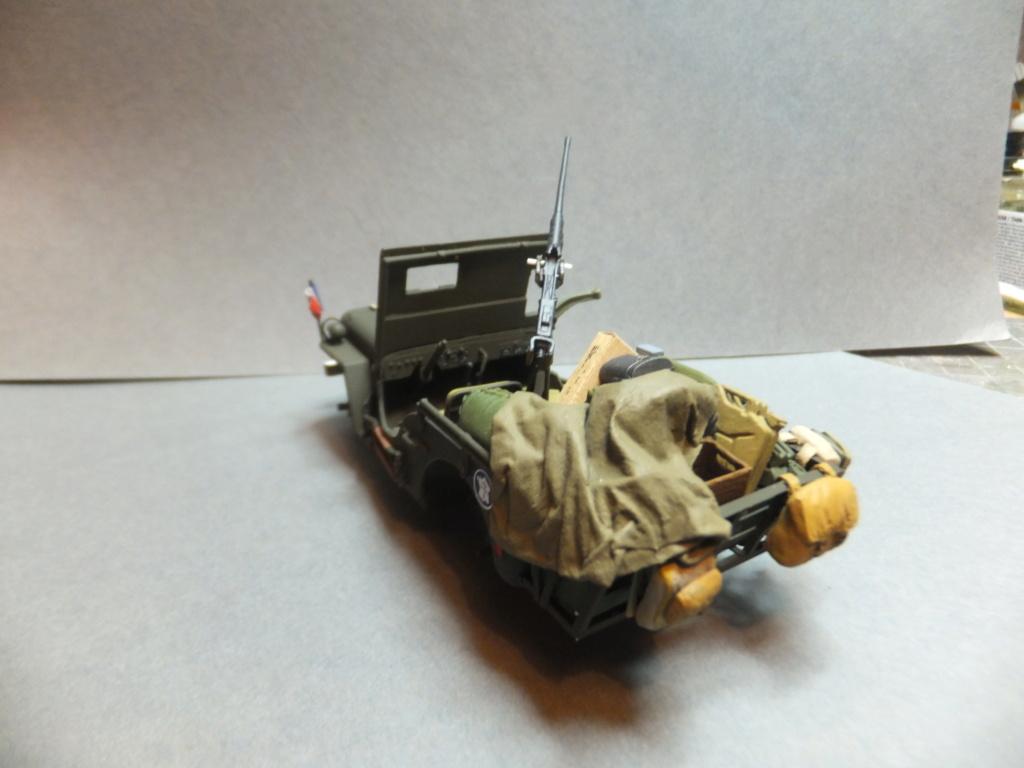 Convergence sur My Tho-Indochine 1945-[Tamiya]-35083- Half Track motar carrier M21-[Italeri]-226-Dodge WC54 ambulance_-314-Jeep willys-1/35-FINI Dscf1425
