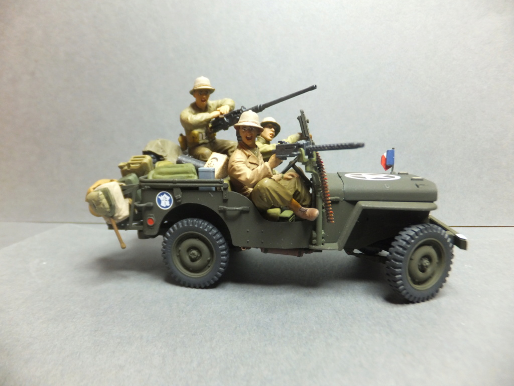 Convergence sur My Tho-Indochine 1945-[Tamiya]-35083- Half Track motar carrier M21-[Italeri]-226-Dodge WC54 ambulance_-314-Jeep willys-1/35 - Page 41 Dscf1426