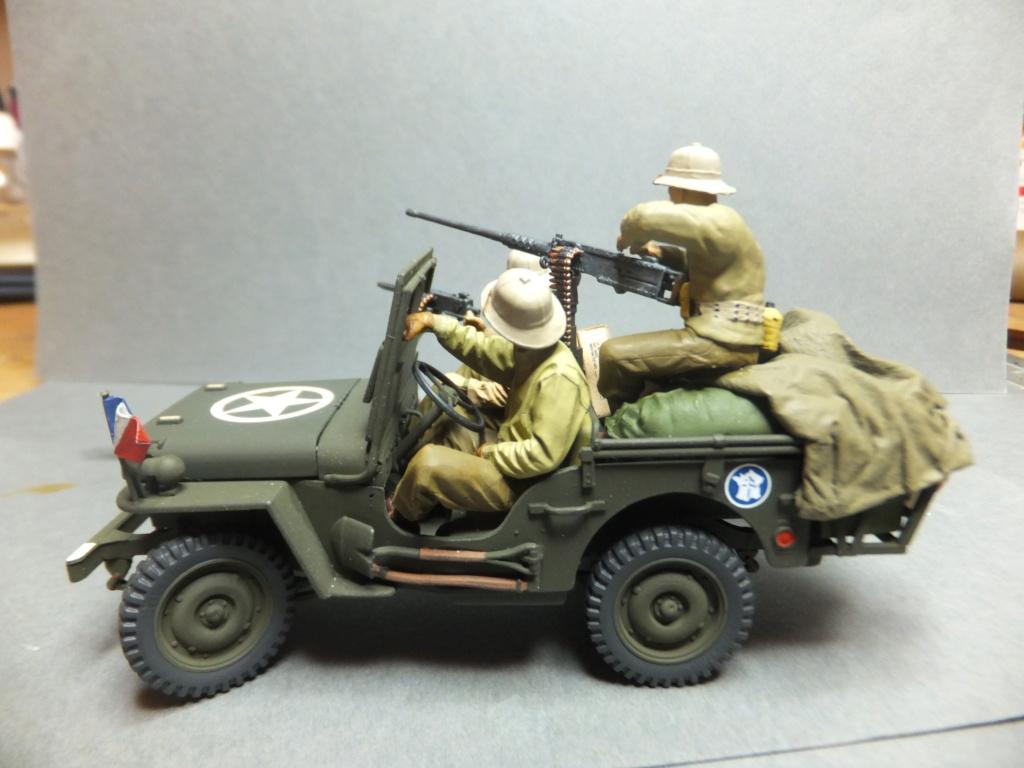 Convergence sur My Tho-Indochine 1945-[Tamiya]-35083- Half Track motar carrier M21-[Italeri]-226-Dodge WC54 ambulance_-314-Jeep willys-1/35 - Page 41 Dscf1427