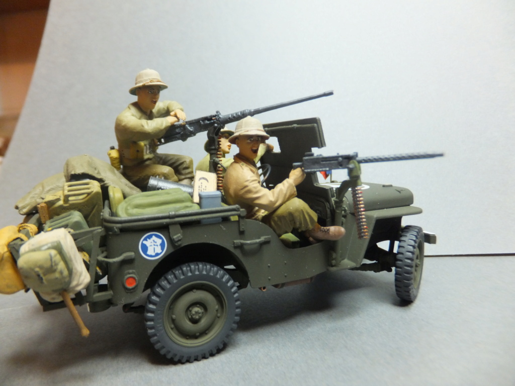 Convergence sur My Tho-Indochine 1945-[Tamiya]-35083- Half Track motar carrier M21-[Italeri]-226-Dodge WC54 ambulance_-314-Jeep willys-1/35 - Page 41 Dscf1430