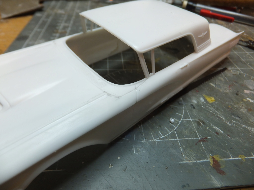 Défi montage maquette : AMT réf. 1135 1960 Ford Thunderbird 1/32 *** Terminé en pg 4 Dscf7329