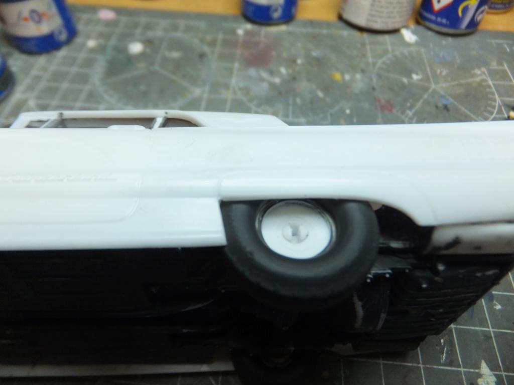 Défi montage maquette : AMT réf. 1135 1960 Ford Thunderbird 1/32 *** Terminé en pg 4 - Page 2 Dscf7345