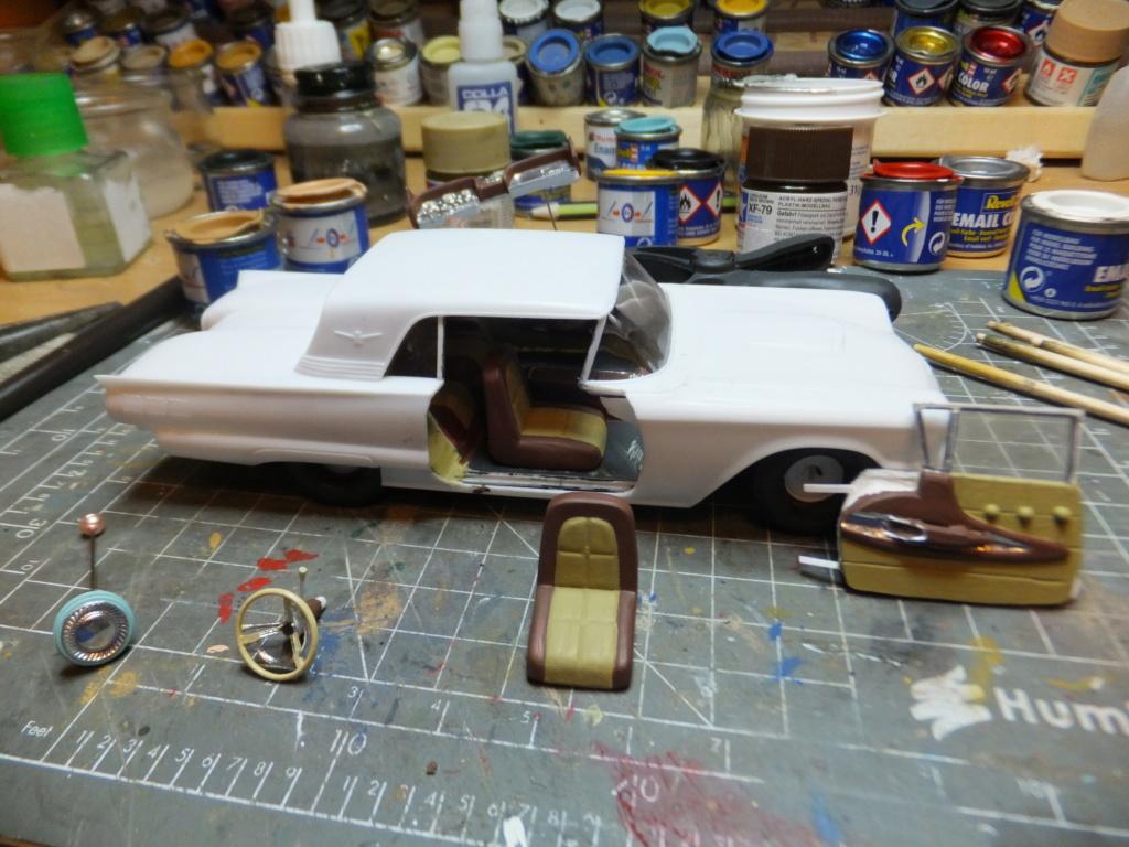 Défi montage maquette : AMT réf. 1135 1960 Ford Thunderbird 1/32 *** Terminé en pg 4 - Page 2 Dscf7346