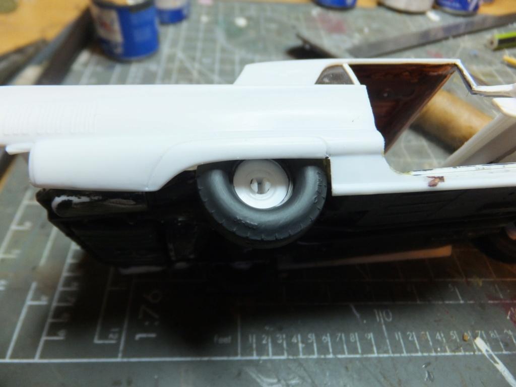 Défi montage maquette : AMT réf. 1135 1960 Ford Thunderbird 1/32 *** Terminé en pg 4 - Page 2 Dscf7348