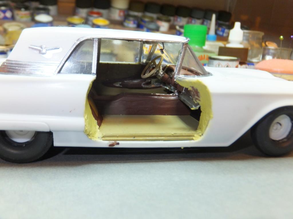 Défi montage maquette : AMT réf. 1135 1960 Ford Thunderbird 1/32 *** Terminé en pg 4 - Page 2 Dscf7355