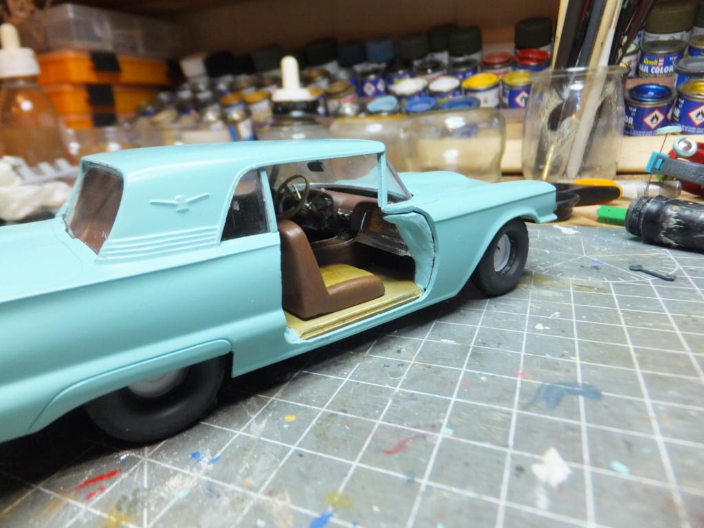 Défi montage maquette : AMT réf. 1135 1960 Ford Thunderbird 1/32 *** Terminé en pg 4 - Page 3 Dscf7360