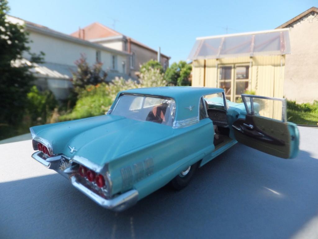 Défi montage maquette : AMT réf. 1135 1960 Ford Thunderbird 1/32 *** Terminé en pg 4 - Page 4 Dscf7418
