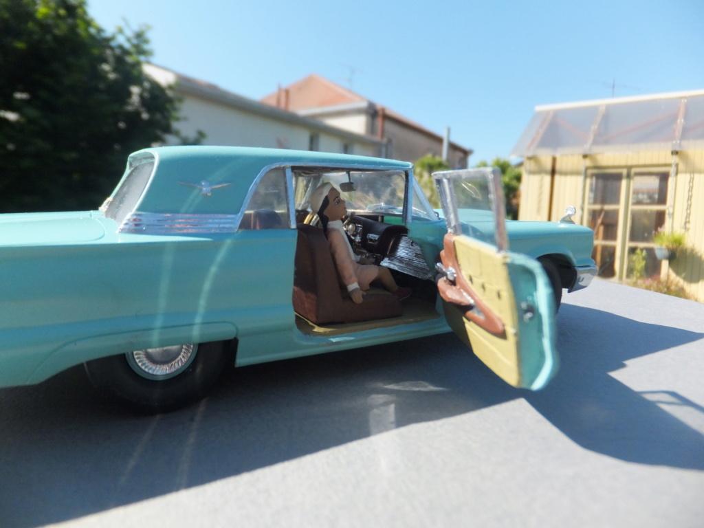 Défi montage maquette : AMT réf. 1135 1960 Ford Thunderbird 1/32 *** Terminé en pg 4 - Page 4 Dscf7421